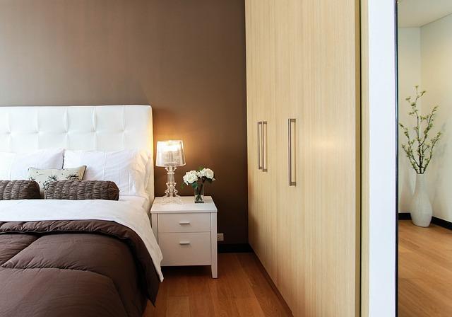 ארונות הזזה מודרניים לחדר השינה