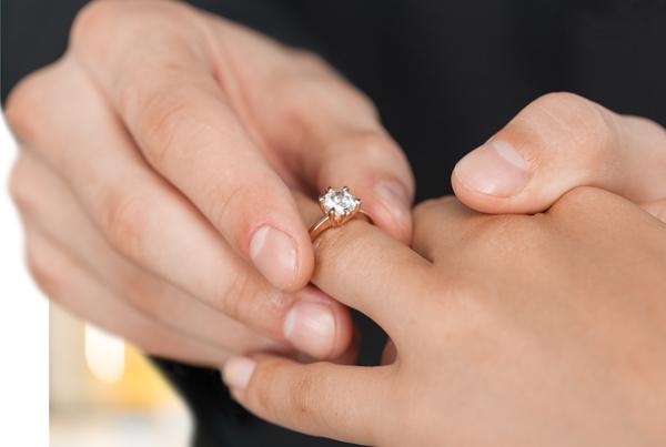 מה הופך טבעות אירוסין ליוקרתית