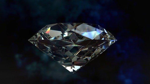 עגילי יהלום – איך תבדקו שלא עבדו עליכם?
