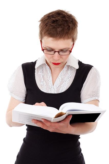 לאילו סופרים מומלץ להיעזר בשירות כתיבת ספר כולל עריכה?