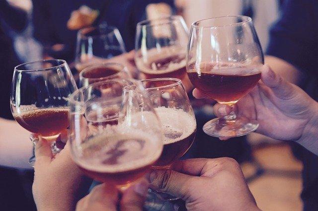 כיבוד להרמת כוסית