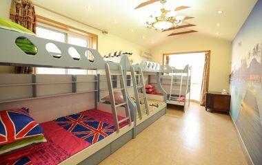 מיטת קומותיים עם מיטה שלישית – יש מקום לכולם
